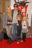 Tish Cyrus, Billy Ray Cyrus, Noah Cyrus and Emily Grace Reaves — Foto de Stock