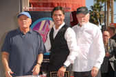 "John Stamos and members of ""The Beach Boys"" — Stock Photo"