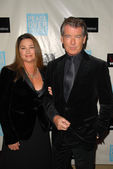Keely Shaye Smith and Pierce Brosnan at the Peace Over Violence 38th Annual Humanitarian Awards, Beverly Hills Hotel, Beverly Hills, CA. 11-06-09 — Stock Photo