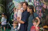 Kevin Sorbo with Sam Jenkins and family at the Premiere Screening of Disneys Tinker Bell DVD. El Capitan Theatre, Hollywood, CA. 10-19-08 — Stock Photo