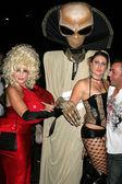 Halloween party-goers — Stockfoto
