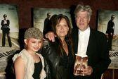 Sydney Lynch with Jennifer Chambers Lynch and David Lynch — Stock Photo