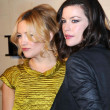 Kate Hudson and Liv Tyler at the Burberry Beverly Hills Store Re-Opening. Burberry Beverly Hills Store, Beverly Hills, CA. 10-20-08 — Stock Photo