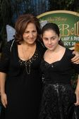 Kathy Najimy and daughter Samia — Stock Photo