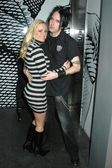 凯蒂 · 罗曼和亚当在生日派对凯蒂罗曼黑色。s 酒吧,好莱坞,ca.09/1/27 — 图库照片