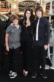 Katherine Schwarzenegger with Patrick Schwarzenegger and Christopher Schwarzenegger at the Los Angeles Premiere of Terminator Salvation. Graumans Chinese Theatre, Hollywood, CA. 05-14-09 — Stock Photo
