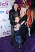 David Boreanaz with Jaime Bergman and son Jaden — Stock Photo