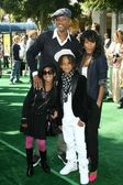 Will Smith and Jada Pinkett Smith with their children Willow and Jaden — Stock Photo
