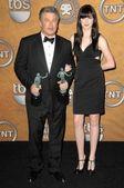 Alec baldwin et sa fille d'irlande dans la salle de presse aux 15ème acteurs écran annuel guild awards. sanctuaire auditorium, los angeles, ca. 25/01/09 — Photo