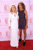 Donna Mills and daughter Chloe — Stock Photo