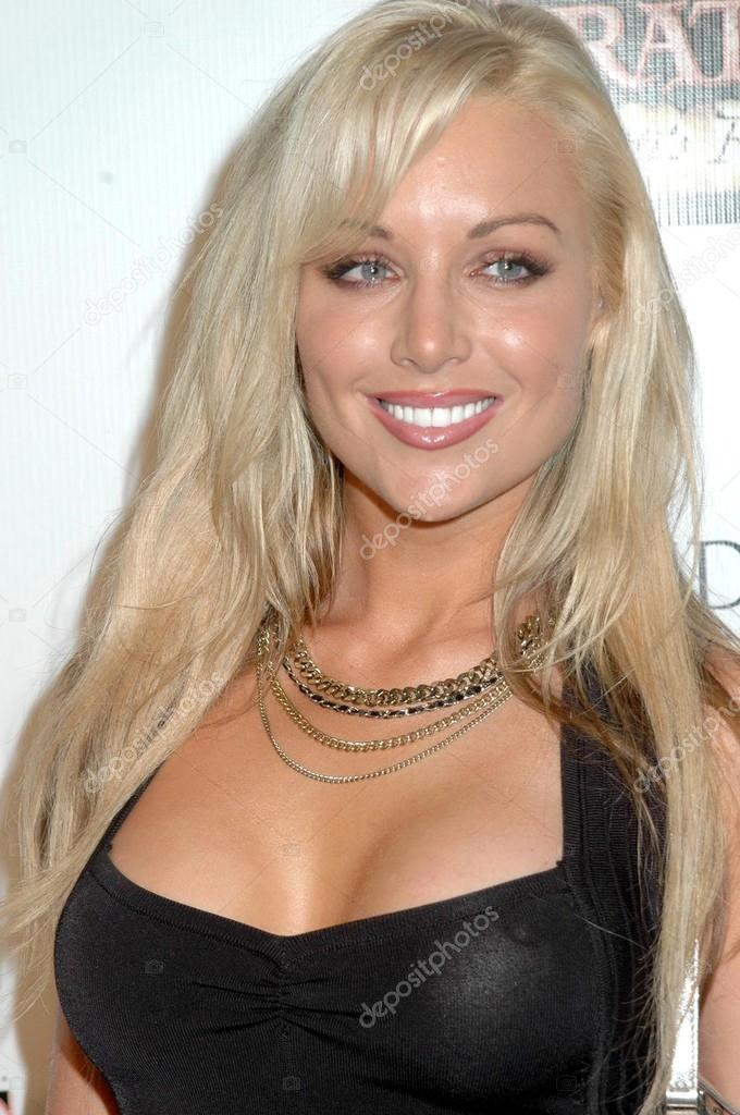 Kayden Kross at the Premiere of Pirates 2. Orpheum Theatre, Los Angeles, CA. 09-27-08 — Stock Photo #15179635