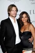Gabriel Aubry and Halle Berry — Stock Photo