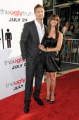 Eric Winter and Roselyn Sanchez — Stock Photo