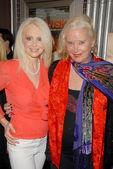 Donna Spangler and Sally Kirkland — Stock Photo