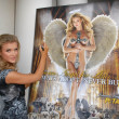 "Joanna Krupa  Unveils her ""Angelic Side"" in PETA Ad, Westside Pavilion, Los Angeles, CA. 12-01-09 — Foto Stock"