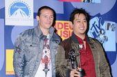 Chester Bennington and Joseph Han — Stock Photo