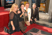 Tanya Tucker and Crystal Gayle with Wink Martindale and Leron Gubler — Stock Photo