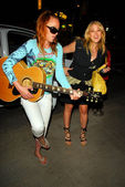 Jenny McShane and Jennifer Blanc at a birthday party for actress Kym Jackson, Cat & Fiddle, Hollywood, CA. 07-01-09 — Stock Photo