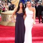 Постер, плакат: Kourtney Kardashian and Kimberly Kardashian