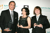 Rick Caruso, Sue Kroll and Angus T. Jones — Stock Photo
