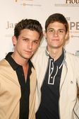 Daren Kagasoff and Ken Baumann — Stock Photo