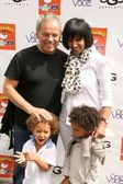 Wolfgang Puck and family — Stock Photo