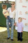 Sharon Stone and sons — Stock Photo