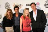 Lori Loughlin and John Stamos with Jodie Sweetin and Bob Saget — Foto Stock