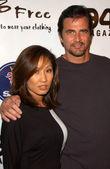 ジョン enos と妻 jennieat 2 b 無料 2008 年春コレクションのデビュー。3 大通り、ハリウッド、ca. 07/10/14 — ストック写真