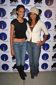 Kimberly Elise and her daughter at a one night only performance by Alicia Keys. Bellavardo Studios, Los Angeles, CA. 11-17-07 — Stock Photo