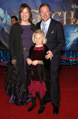 "Kevin Lima and family at the Los Angeles premiere of ""Enchanted"". El Capitan Theatre, Hollywood, CA. 11-17-07 — Stock Photo"