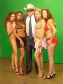 Alicia Arden and Bridgetta Tomarchio with Robert Maltbie and Alana Curry — Stockfoto