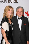 Tony Bennett and wife Susan — Stock Photo