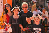 Kevin Cronin and family — Stock Photo