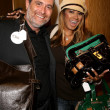 Постер, плакат: Traci Bingham and the Owner of Fashion Factory Boutique