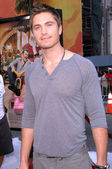 """Eric Winter at the """"Fred Claus"""" Los Angeles Premiere. Grauman's Chinese Theatre, Hollywood, CA. 11-03-07 — Stock Photo"""