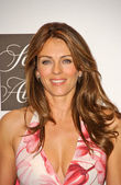 """Elizabeth Hurley at an in store appearance promoting """"Cancer Vixen"""" to raise awareness for breast cancer and benefit the Cancer Research Foundation. Saks Fifth Avenue, Beverly Hills, CA. 10-05-07 — Stock Photo"""