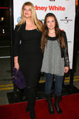 Kirstie Alley and daughter Lillie — Stock Photo