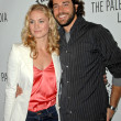 Yvonne Strahovski and Zachary Levi — Stock Photo #15968049