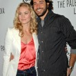 Yvonne Strahovski and Zachary Levi — Stock Photo