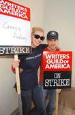Katherine heigl en t.r. ridder op de writers guild van amerika piket lijn voor paramount studios. hollywood, ca. 12-12-07 — Stockfoto