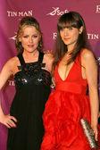 Kathleen robertson a zooey deschanel na premiéře scifi sítí plecháč. cinerama kopule, hollywood, ca. 11-27-07 — Stock fotografie
