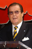 Roger moore — Photo