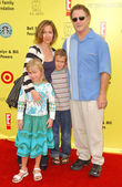 Albert Brooks and family at P.S. Arts 10th Annual Express Yourself Benefit. Barker Hanger, Santa Monica, CA. 11-04-07 — 图库照片