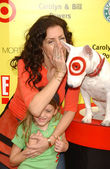 """Joely Fisher and daughter Skyler at P.S. Arts 10th Annual """"Express Yourself"""" Benefit. Barker Hanger, Santa Monica, CA. 11-04-07 — Stock Photo"""