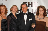 Serena Scott Thomas and Maud Adams with Roger Moore and Lois Chiles — Stock Photo