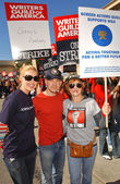 Katherine Heigl with T.R. Knight and Frances Fisher at the Writers Guild of America Picket Line in front of Paramount Studios. Hollywood, CA. 12-12-07 — Stock Photo