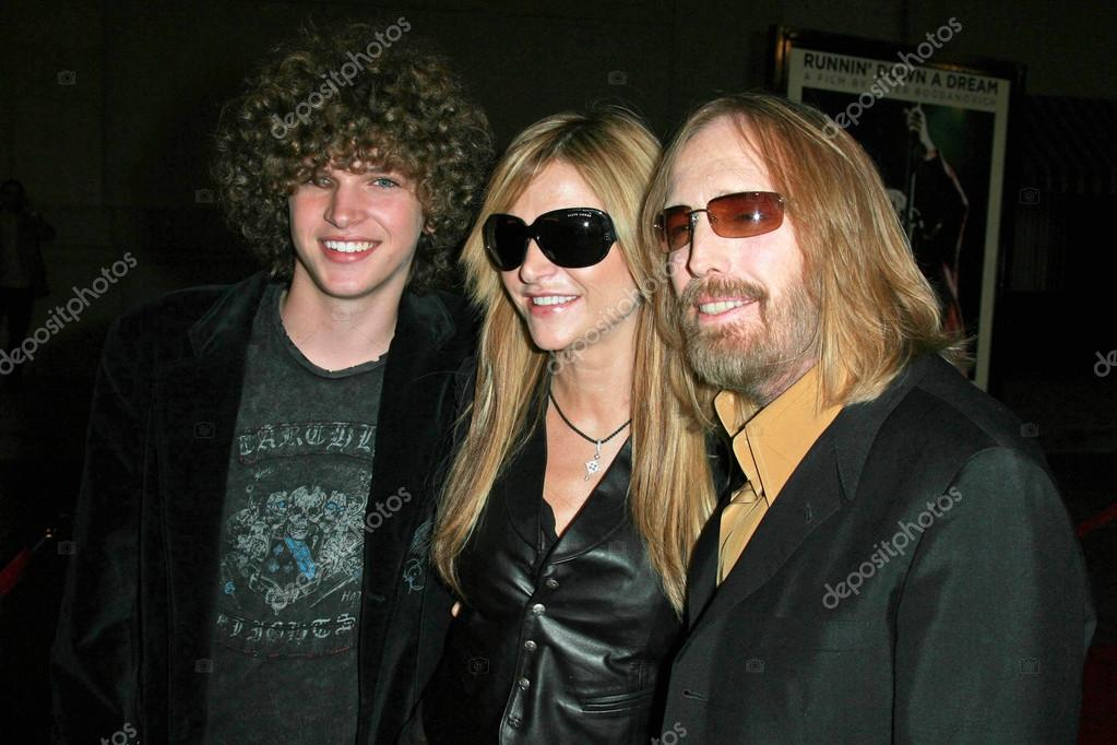 tom petty with wife dana and family � stock editorial