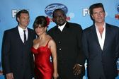 Ryan Seacrest and Randy Jackson with Paula Abdul and Simon Cowell — Stock Photo