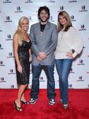 Katie lohmann con courtney hansen e amico alla festa di lancio per gopotato.tv. cinespace, hollywood, ca. 29/11/06 — Foto Stock